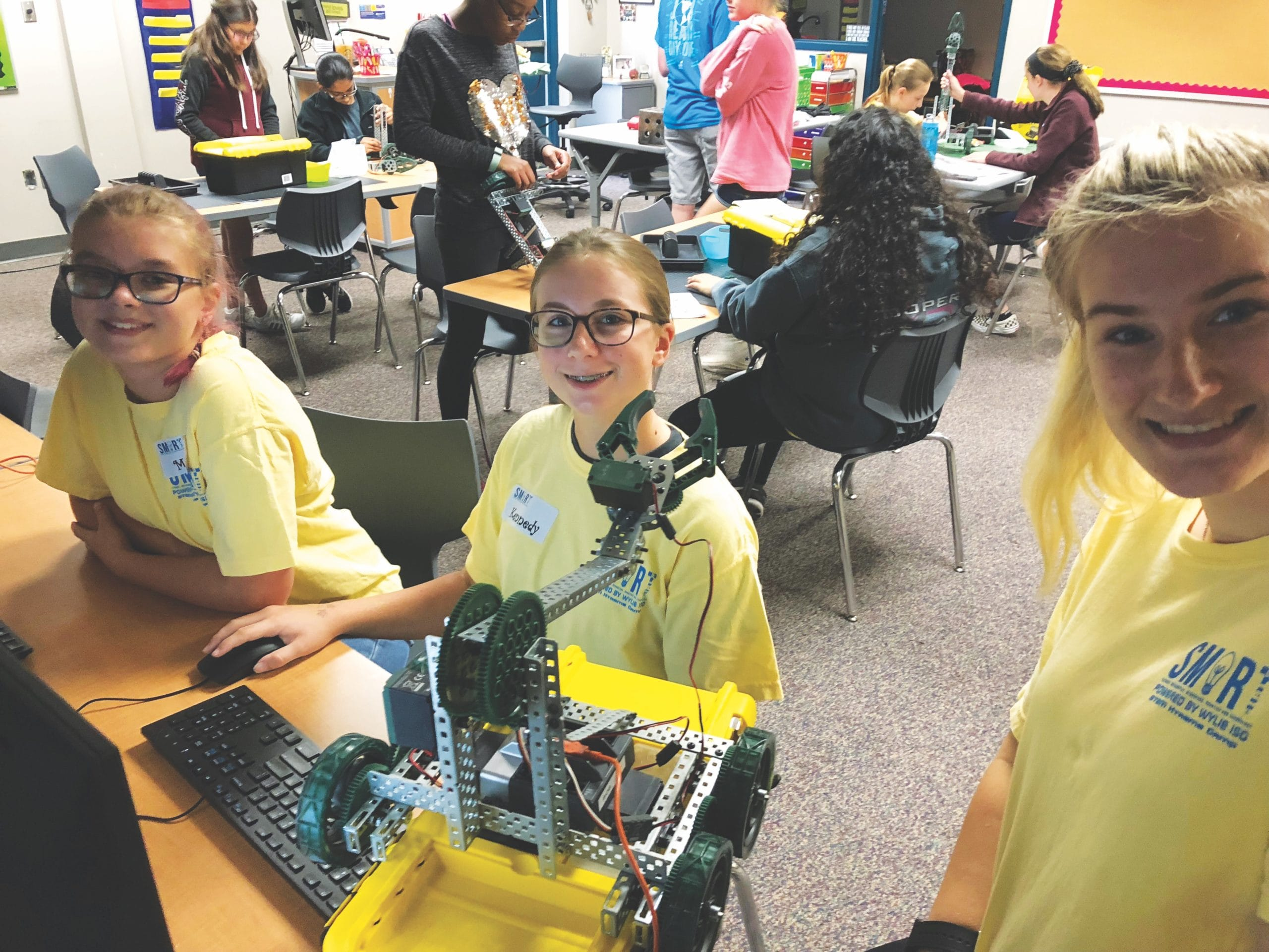 Girls in a STEM course with robotics