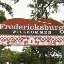 Welcome sign to Fredericksburg