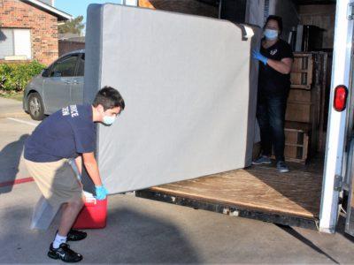 volunteers help with Bed Start