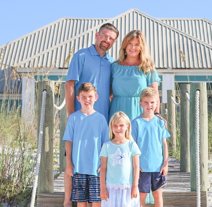 dusti groskreutz taylor with family